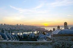 Μουσουλμανικό τέμενος Suleymaniye από την άποψη ανατολής κήπων της Ιστανμπούλ Στοκ Εικόνες