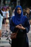 Μουσουλμανικό plaza de Catalunya της Βαρκελώνης hijab Στοκ φωτογραφία με δικαίωμα ελεύθερης χρήσης