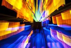 Μουτζουρωμένες δονούμενες φω'τα και μετακινήσεις τη νύχτα Φωτογραφία θαμπάδων ζουμ στοκ εικόνες