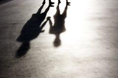 Μουτζουρωμένες σκιές στον περίπατο Στοκ εικόνες με δικαίωμα ελεύθερης χρήσης