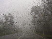 Μουτζουρωμένη άποψη του οδικού άσχημου καιρού επαρχίας στοκ εικόνα με δικαίωμα ελεύθερης χρήσης