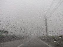 Μουτζουρωμένη άποψη του οδικού άσχημου καιρού επαρχίας στοκ φωτογραφίες