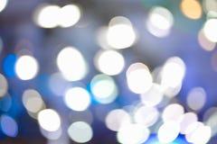 Μουτζουρωμένη εστίαση Defocused που ανάβει το μπλε υπόβαθρο αποτελεσμάτων Στοκ Φωτογραφίες
