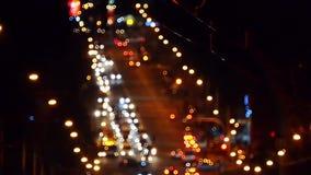 Μουτζουρωμένος δρόμος πυροβολισμού τη νύχτα από την κορυφή απόθεμα βίντεο