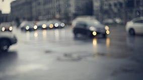 Μουτζουρωμένος το υπόβαθρο με το δρόμο πόλεων με τα αυτοκίνητα στο λυκόφως Στοκ Εικόνες
