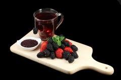 Μούρα και τσάι Στοκ Φωτογραφία