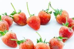 Μούρα φραουλών σε ένα άσπρο υπόβαθρο Στοκ φωτογραφία με δικαίωμα ελεύθερης χρήσης