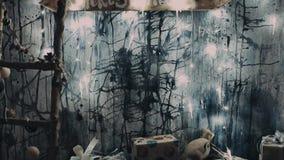 μούρων ντεκόρ ελαιόπρινου βασικών φύλλων άσπρος χειμώνας δέντρων γκι χιονώδης Αγροτικό εσωτερικό Χριστουγέννων Διακόσμηση αγροικι απόθεμα βίντεο