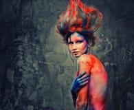 Μούσα γυναικών με την τέχνη σωμάτων Στοκ Φωτογραφία