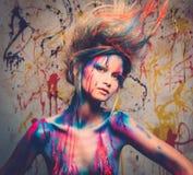Μούσα γυναικών με την τέχνη σωμάτων Στοκ Εικόνα