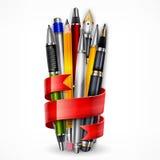 Μολύβια και στυλοί με την κορδέλλα απεικόνιση αποθεμάτων