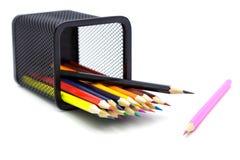 Μολύβια χρώματος στο κιβώτιο Στοκ εικόνα με δικαίωμα ελεύθερης χρήσης