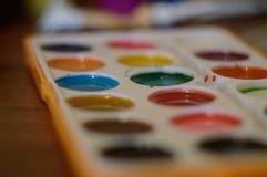 Μολύβια, χρώμα και έγγραφο για τον πίνακα Στοκ Εικόνα