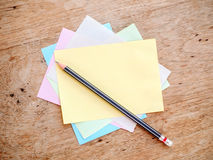 Μολύβι και σημείωση Στοκ Εικόνες