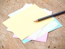 Μολύβι και σημείωση Στοκ εικόνες με δικαίωμα ελεύθερης χρήσης