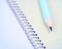 Μολύβι στο σημειωματάριο Στοκ φωτογραφία με δικαίωμα ελεύθερης χρήσης