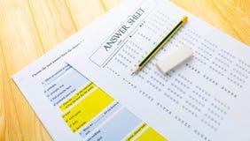 Μολύβι στο φύλλο απάντησης και το φύλλο ερώτησης Στοκ φωτογραφίες με δικαίωμα ελεύθερης χρήσης