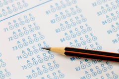Μολύβι στο φύλλο απάντησης Στοκ Εικόνες