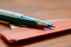 Μολύβι, στυλός και κυβερνήτες Στοκ Φωτογραφία