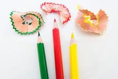 Μολύβι χρωμάτων και ξύλινα ξέσματα Στοκ Εικόνα