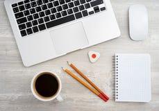 Μολύβι δύο, γόμα και καφές στοκ εικόνα με δικαίωμα ελεύθερης χρήσης