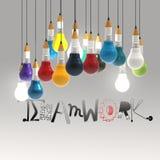 Μολύβι lightbulb τρισδιάστατο και ΟΜΑΔΙΚΗ ΕΡΓΑΣΊΑ λέξης σχεδίου απεικόνιση αποθεμάτων