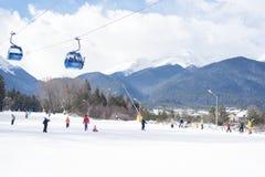 Μπάνσκο, Βουλγαρία - 26 Ιανουαρίου 2016: Καμπίνα τελεφερίκ του Μπάνσκο στο Μπάνσκο, Βουλγαρία, να κάνει σκι ανθρώπων Αιχμές βουνώ Στοκ εικόνα με δικαίωμα ελεύθερης χρήσης