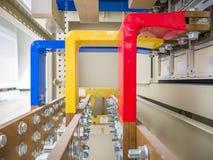 Μπάρες τροφοδότησης χαλκού με τον κώδικα χρώματος Στοκ Φωτογραφίες