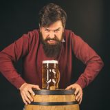 0 μπάρμαν Έννοια ζυθοποιείων Μπύρα στις ΗΠΑ Η πιό oktoberfest έννοια φεστιβάλ εορτασμού στοκ φωτογραφίες