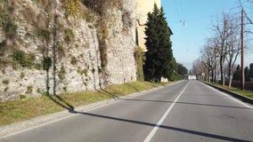 Μπέργκαμο Ιταλία παλαιά πόλη Άποψη οδηγών Οδήγηση Timelapse κατά μήκος των λεωφόρων κοντά στους ενετικούς τοίχους φιλμ μικρού μήκους