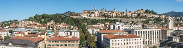 Μπέργκαμο - παλαιά πόλη Μια από την όμορφη πόλη στην Ιταλία Lombardia Τοπίο στην παλαιά πόλη κατά τη διάρκεια μιας θαυμάσιας ημέρ Στοκ Εικόνα