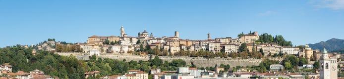 Μπέργκαμο - παλαιά πόλη Μια από την όμορφη πόλη στην Ιταλία Lombardia Τοπίο στην παλαιά πόλη κατά τη διάρκεια μιας θαυμάσιας ημέρ Στοκ Εικόνες