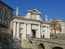 Μπέργκαμο - παλαιά πόλη Μια από την όμορφη πόλη στην Ιταλία Lombardia Τοπίο στην παλαιά πύλη που ονομάζεται Porta SAN Giacomo Στοκ φωτογραφίες με δικαίωμα ελεύθερης χρήσης