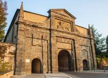 Μπέργκαμο - παλαιά πόλη Μια από την όμορφη πόλη στην Ιταλία Lombardia Τοπίο στην παλαιά πύλη που ονομάζεται Porta Sant Agostino Στοκ Φωτογραφία