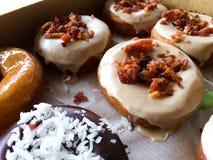 Μπέϊκον Donuts σφενδάμνου Στοκ φωτογραφίες με δικαίωμα ελεύθερης χρήσης
