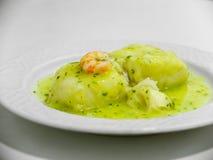 Μπακαλιάροι στην πράσινη σάλτσα Στοκ Εικόνες