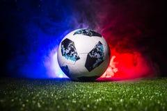 ΜΠΑΚΟΎ, ΑΖΕΡΜΠΑΪΤΖΑΝ - 12 ΙΟΥΛΊΟΥ 2018: Δημιουργική έννοια Επίσημη σφαίρα ποδοσφαίρου Παγκόσμιου Κυπέλλου της Ρωσίας 2018 η Adida Στοκ Φωτογραφίες