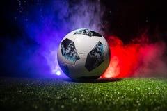 ΜΠΑΚΟΎ, ΑΖΕΡΜΠΑΪΤΖΑΝ - 12 ΙΟΥΛΊΟΥ 2018: Δημιουργική έννοια Επίσημη σφαίρα ποδοσφαίρου Παγκόσμιου Κυπέλλου της Ρωσίας 2018 η Adida Στοκ εικόνες με δικαίωμα ελεύθερης χρήσης
