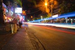 Μπαλί, Ινδονησία ΣΤΙΣ 12 ΟΚΤΩΒΡΊΟΥ 2018 Οδός νυχτερινής ζωής στο Μπαλί στοκ εικόνες