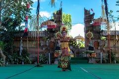 ΜΠΑΛΙ, ΙΝΔΟΝΗΣΙΑ - 5 ΜΑΐΟΥ 2017: Χορός Barong στο Μπαλί, Ινδονησία Το Barong είναι ένας θρησκευτικός χορός στο Μπαλί βασισμένο στ Στοκ Φωτογραφίες