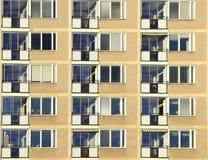 Μπαλκόνια στο κατοικημένο κτήριο διαμερισμάτων Στοκ Εικόνες
