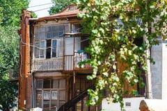 Μπαλκόνι του παλαιού Tbilisi Παλαιό χαρασμένο ξύλο μπαλκόνι στο Tbilisi Στοκ φωτογραφία με δικαίωμα ελεύθερης χρήσης