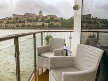 Μπαλκόνι Riverboat στις όχθεις του ποταμού Δούναβη, Βουδαπέστη, Ουγγαρία στοκ φωτογραφία με δικαίωμα ελεύθερης χρήσης