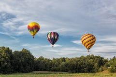 Μπαλόνια ζεστού αέρα πέρα από τον ουρανό στοκ εικόνα