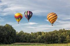 Μπαλόνια ζεστού αέρα πέρα από τον ουρανό στοκ φωτογραφία