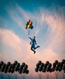 μπαλόνια ζωηρόχρωμα Από την έννοια κιβωτίων Στοκ Εικόνα