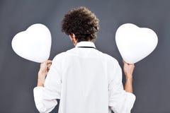 Μπαλόνια καρδιών εκμετάλλευσης αγοριών Στοκ Εικόνες