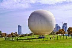 Μπαλόνι έτοιμο να πετάξει, πάρκο στο Τελ Αβίβ στοκ φωτογραφία