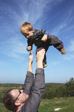 μπαμπάς ο γιος του διετή&sig Στοκ Φωτογραφίες