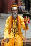 Μπαμπάς που ντύνεται στο πορτοκάλι Στοκ Φωτογραφίες